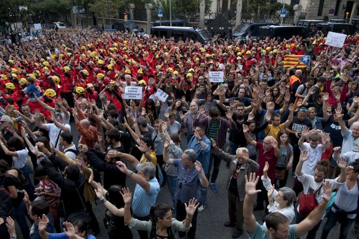 Barcelonas avaldas 700 000 inimest meelt keskvõimu vägivalla vastu