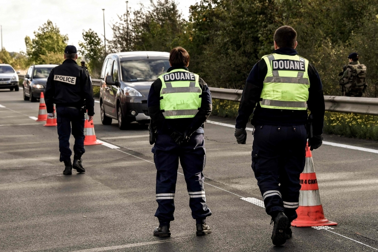 Prantsuse naine vahistati 10 aastakls džihadistist poja aitamise eest