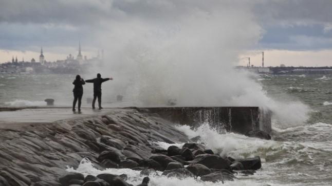 Tugev tuul võib häirida laevaliiklust Kihnu ja Manilaiu liinil
