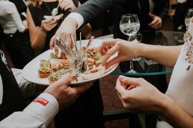 FOTOD! Heategevuslikul õhtusöögil koguti Toidupanga toetuseks 40 000 eurot