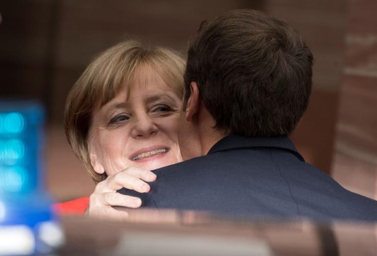 Macron kutsus Merkelit võitlema EL-i reformide eest