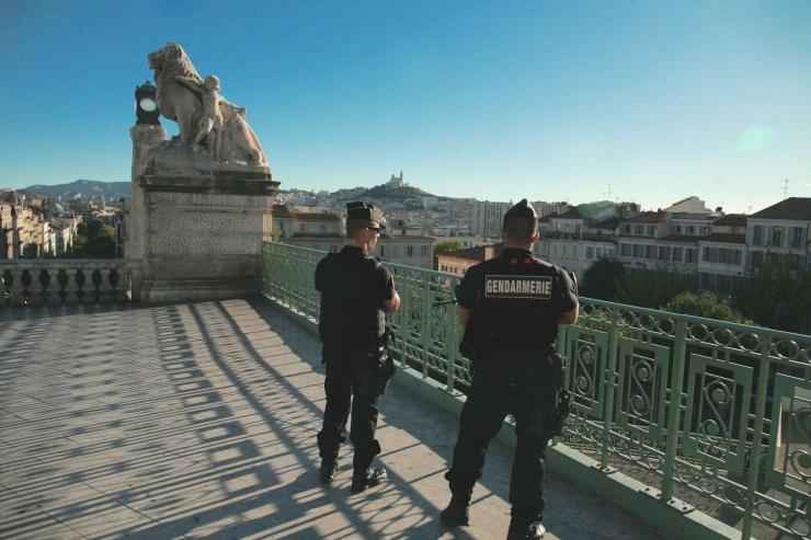 Šveits pidas kinni Marseille' noaründaja venna ja tema naise