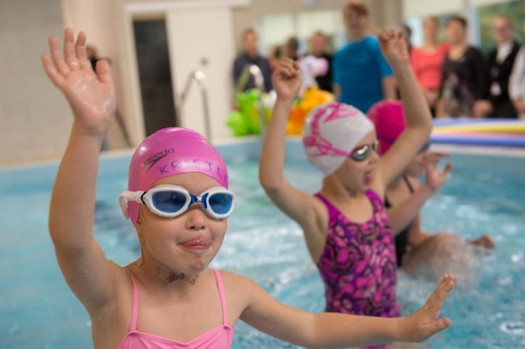 VAHVA VIDEO JA FOTOD! Pääsusilma lasteaia põnnid saavad jälle ujuda!