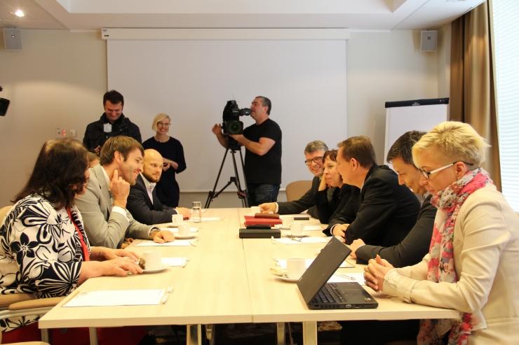 FOTOD: Kas Keskerakond ja sotsid löövad Tallinnas käed?