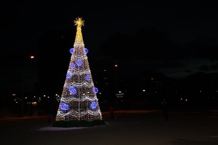 Lasnamäe pimedaid päevi valgustab jõulutulede sära