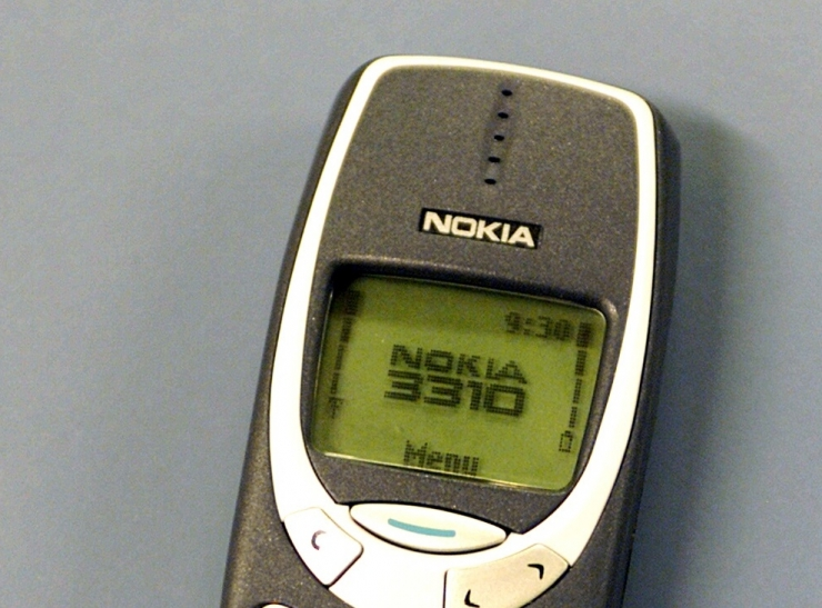 Uuring: eestlased armastavad nostalgiahõngulisi nuputelefone
