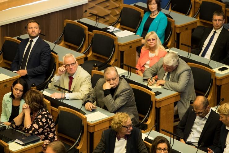 Parlament täiendas ravimiseadust