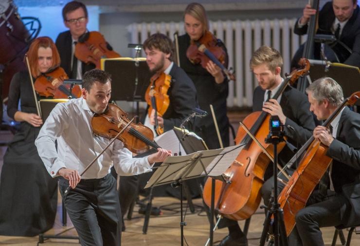 FOTOD! Läti kultushelilooja Pēteris Vasks lummas kuulajaid kauni vioolakontserdiga