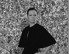 """Kuraator Anne Vetik tutvustab näitust """"Kaadris ja kaadri taga. Boris Mäemetsa moefoto"""""""