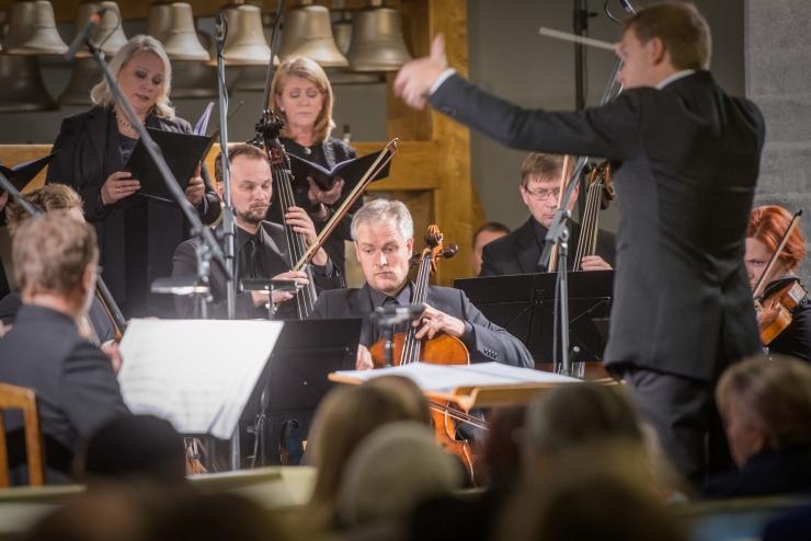 """FOTOD: Tõnu Kõrvitsa """"Lageda laulud"""" kõlasid Tallinna Jaani kirikus"""