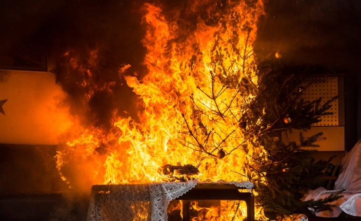 Saaremaal hävis küünlast alguse saanud tulekahjus elumaja