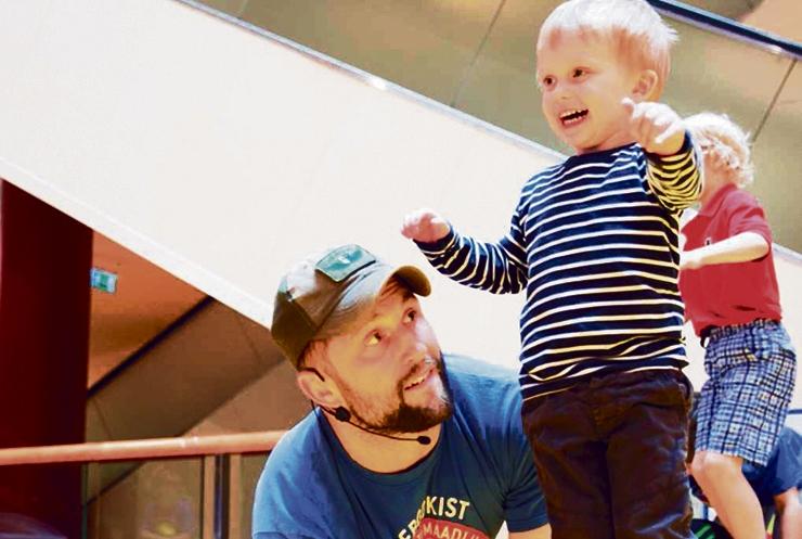 Isadepäev tuleb maadlustrenni ja tantsuga