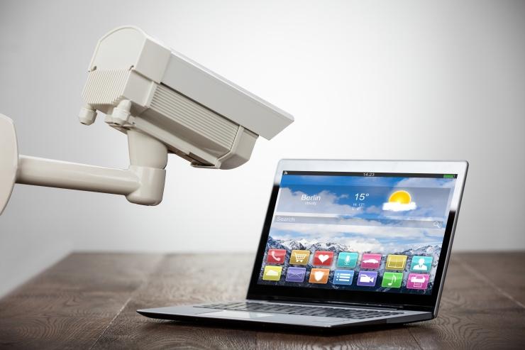 Hoiatus: arvuti veebikaamera tuleb alati kinni katta