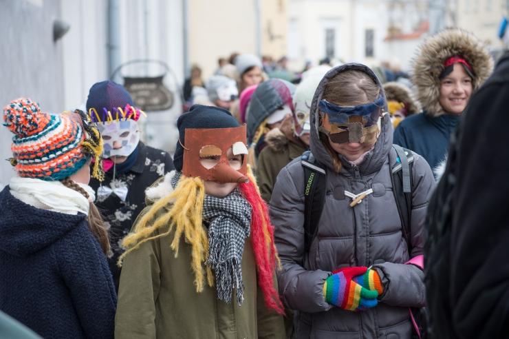 VAHVAD FOTOD JA VIDEO: Mardisandid täitsid vanalinna laulu ja tantsuga