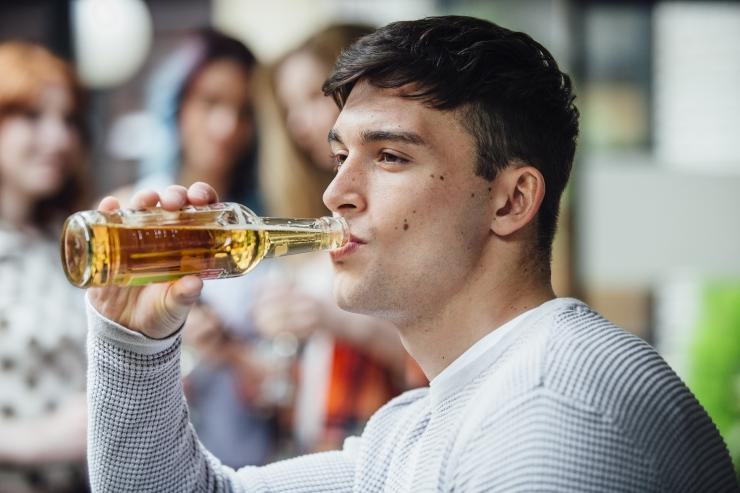 VAATA OTSE: Majanduskomisjon arutab alkoholireklaami sotsiaalmeedias keelamist