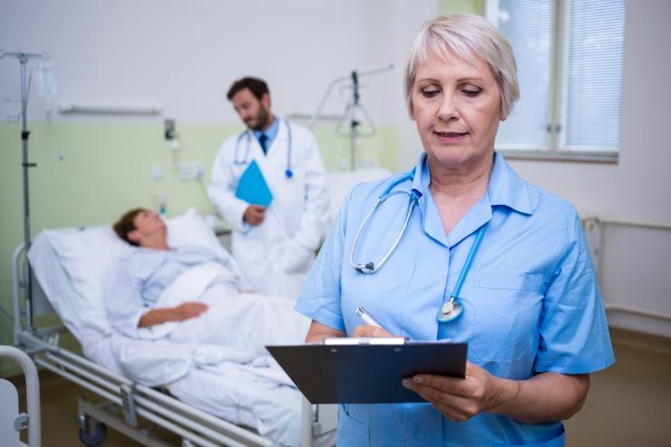 Pikad ravijärjekorrad kasvatavad huvi eraravikindlustuse vastu