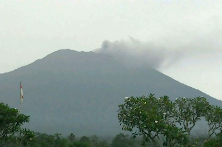 Bali vulkaan purskas tuhka ja suitsu