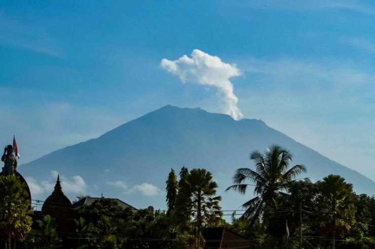Bali saarel on vulkaani eest põgenenud tuhanded