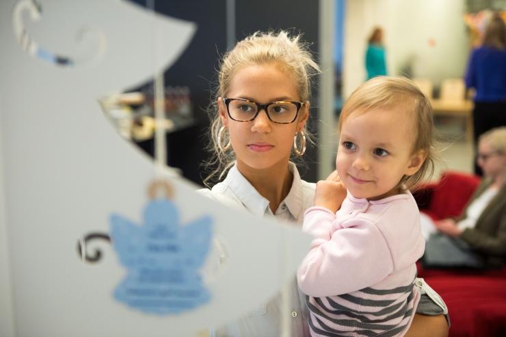 FOTOD JA VIDEO! Inglipuu aitab laste jõulusoove täita