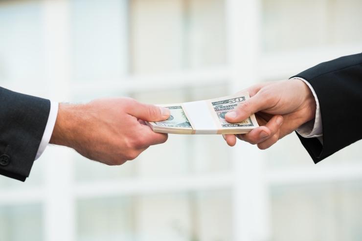 EY-d kahtlustatakse Itaalia rahandusministri nõuniku äraostmises