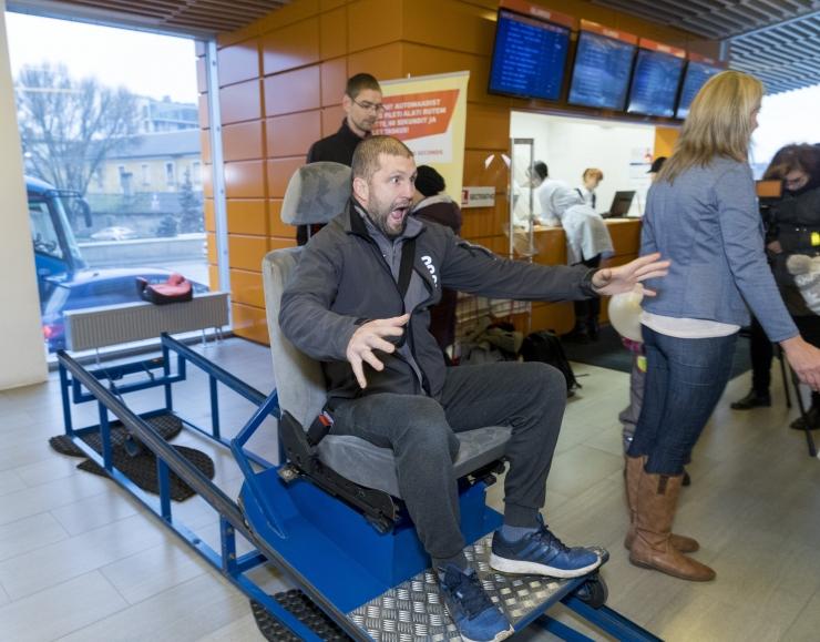 FOTOD! Tallinna bussijaamas sai testida turvavöö toimimist kokkupõrkel