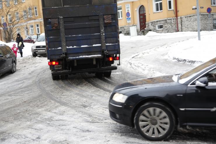 Politsei hoiatab: tuisk ja libedus on Lõuna-Eestis kaasa toonud hulga avariisid