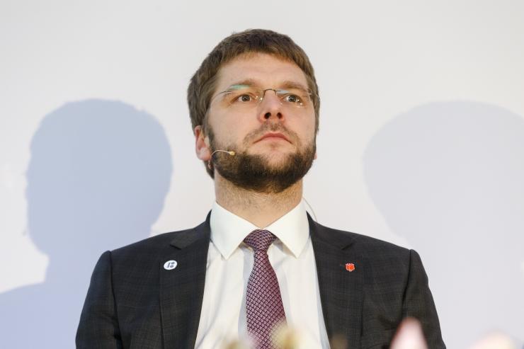 Ossinovski tahab järelevalvega vähendada palgalõhet riigiasutustes