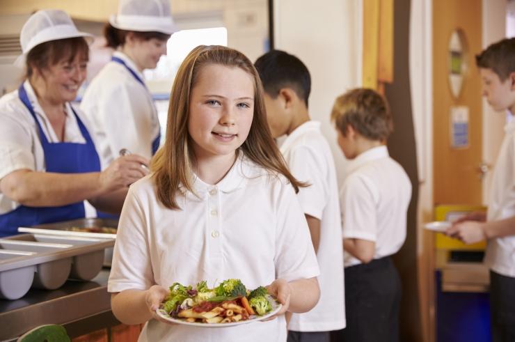 Uus seadus paneb koolidirektorid vastutama puhveti toiduvaliku eest