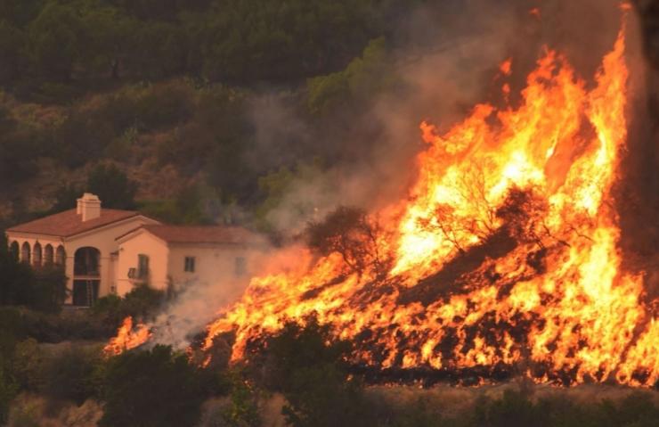 California maastikupõlengu kustutamisel hukkus üks tuletõrjuja