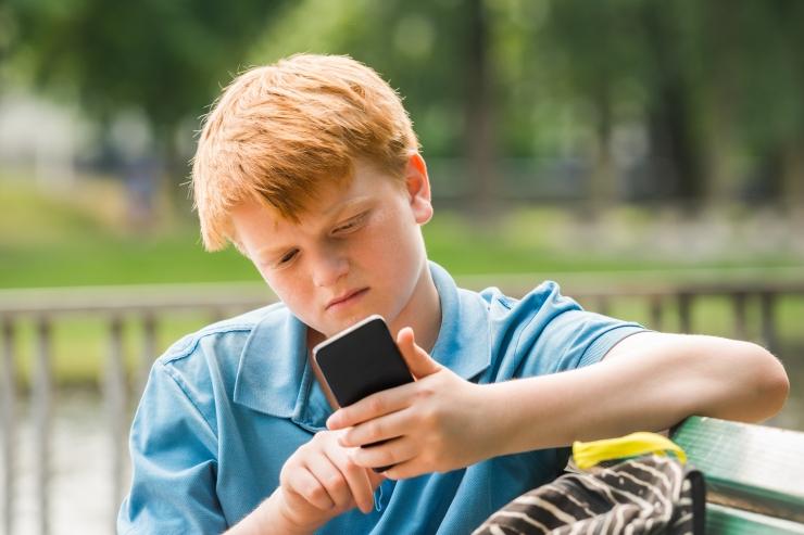 Loone Ots: pilt üksikust lapsest, kes mängib jõuluõhtul oma toas ainsa sõbra - telefoniga -, ei ole kahjuks enam üldse erand