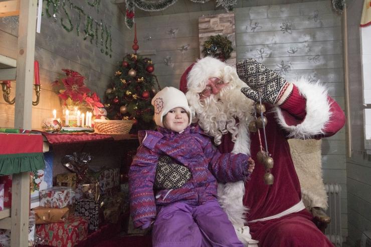 FOTOD! Löwenruh´ pargi päkapikumajas ootas lapsi külla jõuluvana Ardi
