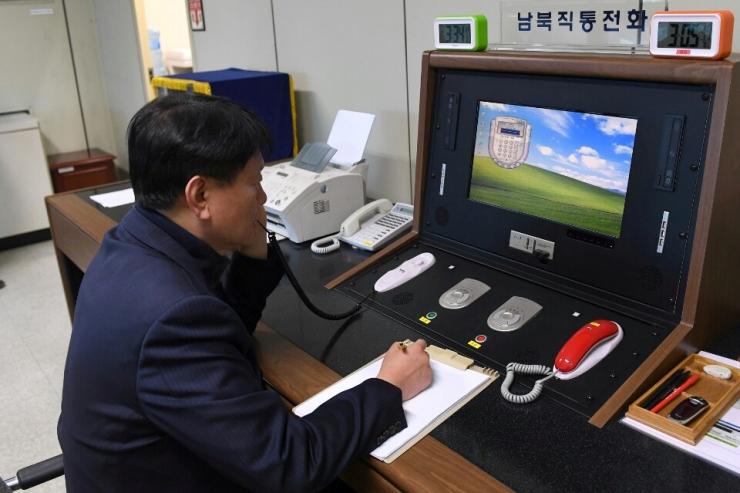 """Soul: Põhja-Korea lubas taasavada Koreade vahelise """"kuuma liini"""""""