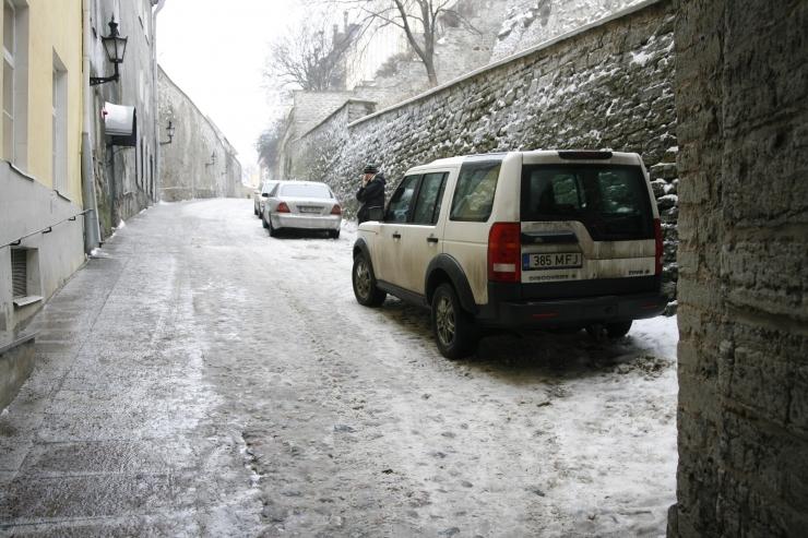Talvine parkimiskorraldus vanalinnas lükkub edasi