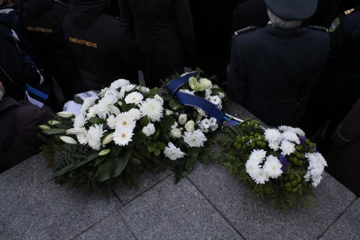 FOTOD! Vabadussõjas võidelnuid mälestati vaikuseminutiga