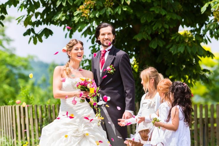 Aina rohkem abielluvad verinoored ning lastega paarid