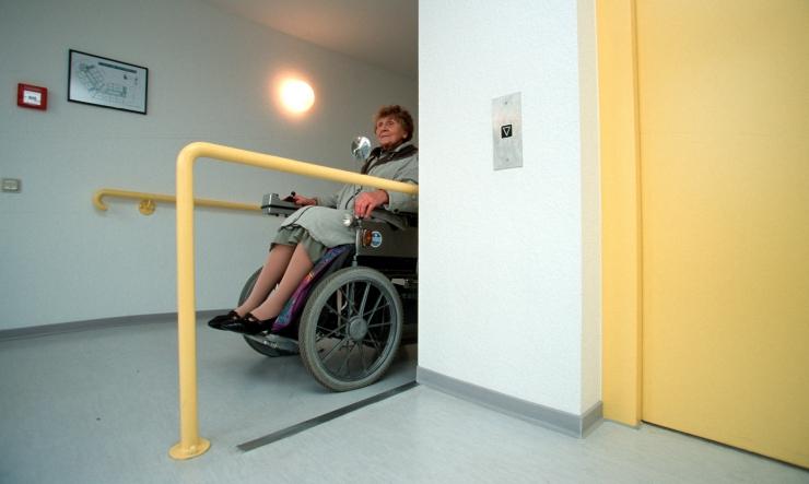 Linn ja ministeerium aitasid 180 000 euroga erivajadustega inimeste kodusid mugavamaks muuta