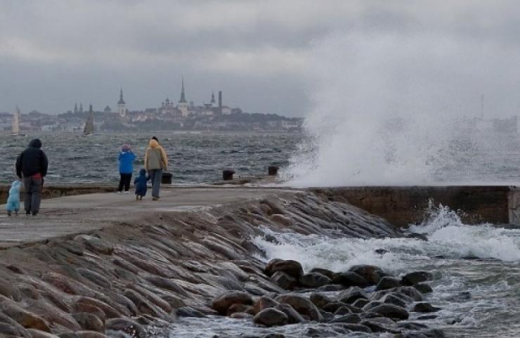 Ööl vastu esmaspäeva on Läänemerele oodata kuni viiemeetriseid laineid