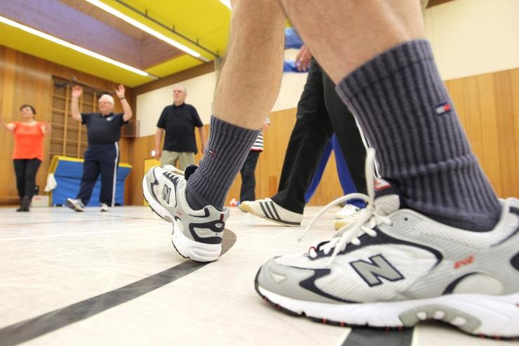 Haabersti Sotsiaalkeskuses toimub eakatele võimlemistreening - selja eri