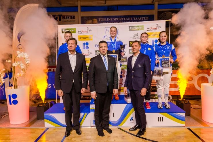 Galerii: peaminister ja EOK president panid noortele vehklejatele kaela EV100-le pühendatud Eesti meistrivõistluste medalid