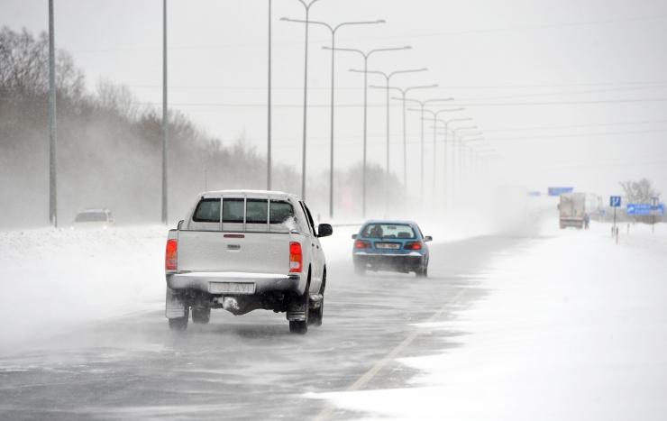 Maanteeamet palub autojuhtidel arvestada tormituule paisumisega