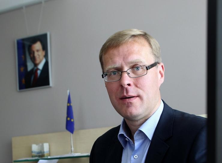 HANNES RUMM: Euroopa Liit on nagu vanamees, kes on seni ravi asemel nõudnud ilulõikusi