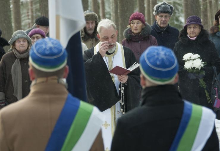 FOTOD! Metsakalmistul õnnistati sisse uus kolumbaarium