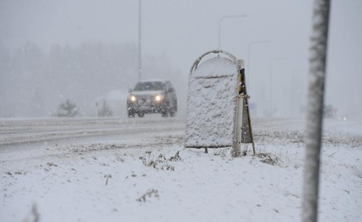 Täna peab teedel liigeldes arvestama lumesajuga