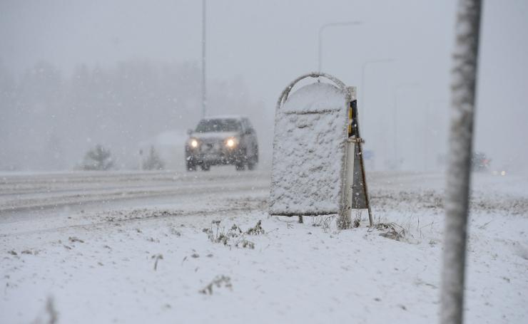 Esmaspäeva õhtul ja öösel peab teedel liigeldes arvestama lumesajuga