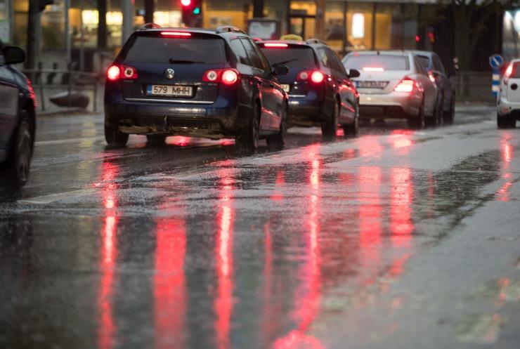 Maanteeamet hoiatab öösel teedel tekkiva libeduse eest