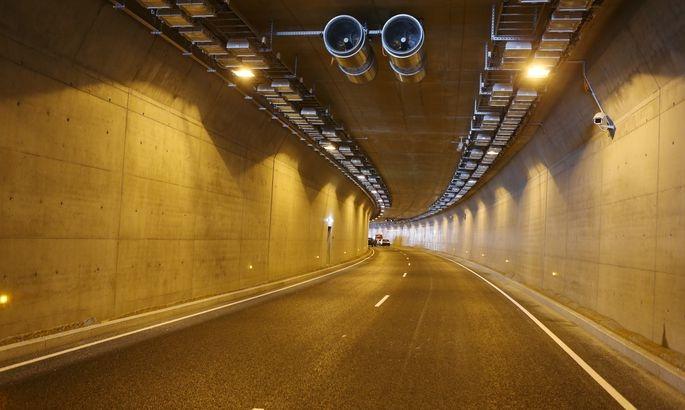 Liiklusõnnetuse tõttu on suletud Ülemiste ristmiku tunnel Lasnamäe suunal