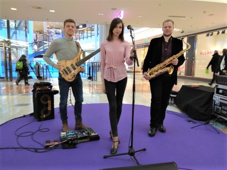 FOTOD JA VIDEO! Jazzkaare pop-up kontserdil kõlasid mahedad jazzirütmid