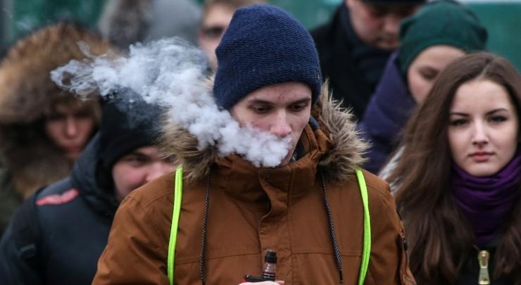 UURING: E-sigarett võib noored tavasuitsu järele haarama panna