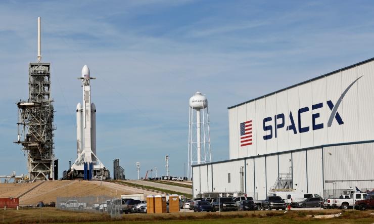 SpaceX-i võimas kanderakett on valmis esmalennuks