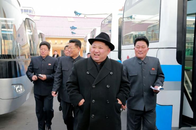 Soul: Põhja-Korea korraldas Pyongyangis sõjaväeparaadi